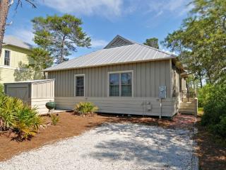 Beautiful Cottage-4 min walk to Beach! From $105pn, Seaside