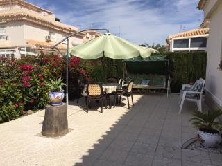 Villa Anita 2 Bed with WIFI, English & European TV, Torrevieja