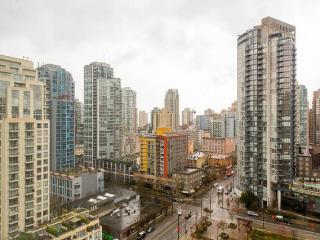 Studio heart of city w/ view & parking 24/7 access, Vancouver