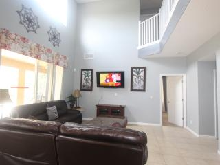 8 bedrooms Emerald Villa with private lake view, Kissimmee