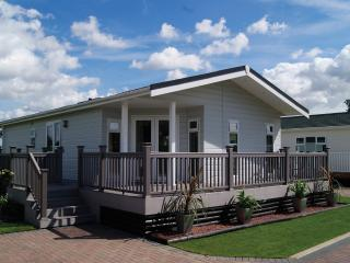 2 Bedroom Deluxe Lodge at Elm Farm