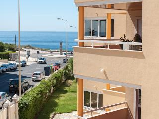 Modern & Spacious apartment with pool, Cascais