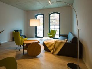 Vacation Apartment in Brandenburg an der Havel - 840 sqft, central, modern, spacious (# 9652)