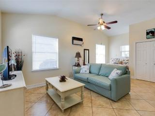 Mangrove Breeze Cottage, Walk to the Beach, Fort Myers Beach