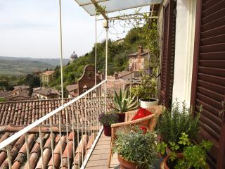 Charming Medieval Townhouse with Breathtaking Views in the historic centre Todi