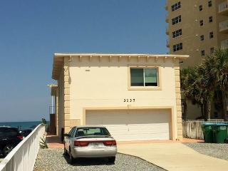 Dolphin Bay #3, 2 Bedrooms, 2nd Floor, Ocean Views, Sleeps 6, Daytona Beach