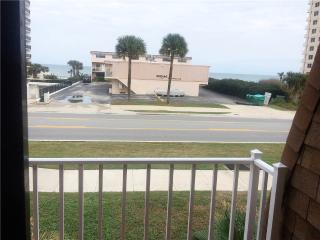 Sea Shell Villa 5, 3 Bedrooms, Ocean View, Pet Friendly, WiFi, Sleeps 8, Daytona Beach