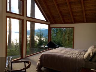QK OceanView Master Bedroom, Lions Bay