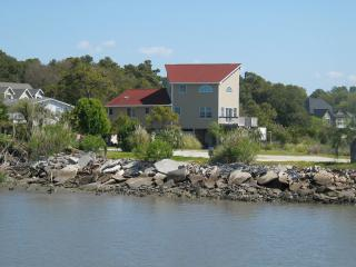 beachwelcome1 pet friendly 3 bedroom 2 bath large porch yard 2 piers boat ramp