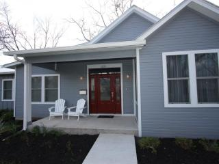 Ford Family Haus-3 Bedroom 2 Bath in Town Property, Fredericksburg