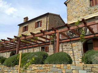 Istrian house Padna is located above olive groves in Šavrini Hills, Slovenian Istria. Close to Piran