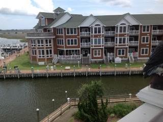 SBC606 - LAVISH WATERFRONT CONDO, Manteo