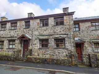 4 ADWY'R NANT, mid-terrace, multi-fuel stove, en-suite, river views, in Beddgelert, Ref 917438