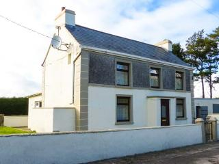 LEITRA, detached, solid fuel stove, private garden, nr Dunmore, Ref 924232