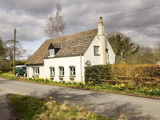 OLD PIKE COTTAGE, detached, woodburning stove, lawned garden, in Newnham, Ref 928656