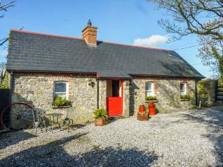 GEOGHEGANS COTTAGE, stone-built, detached, four poster, solid fuel stove, in Clough, Abbeyleix, Ref 929822