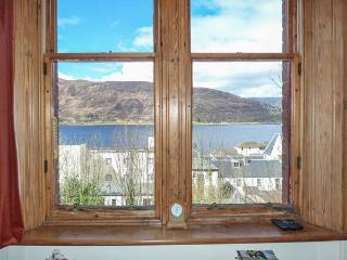 11 SEAVIEW TERRACE, apartment with loch views, cosy accommodation, close amenities in Fort William Ref 933587