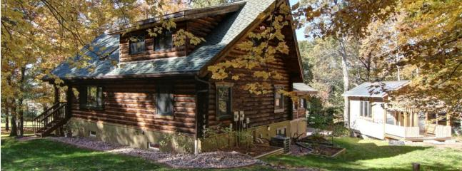 Beautiful, Spacious Log House, Eau Claire
