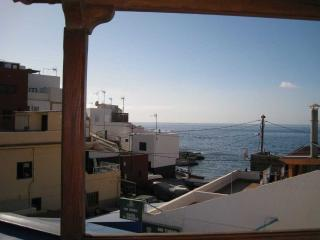 Sunny  one bedroom apartment in La Caleta.