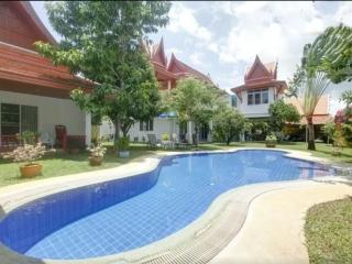 Nice guestVilla : 6 bedrooms for 2 to 14 people, Kata Beach