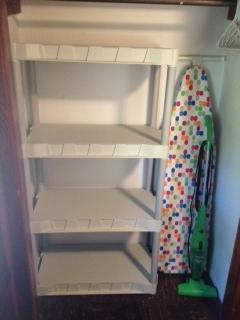 CLOSETS WITH SHELVES