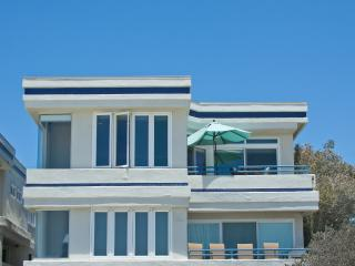 Ocean Front Penthouse Low price off season! Great price.