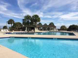 Oceanfront luxury 3 bedroom/2bath condo, Pawleys Island