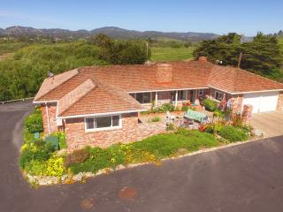 Carmel Ranch House, views, hot tub, BBQ, 4-6 guest