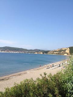 Selinitsa Beach is only 150m away.