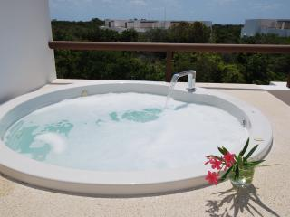 SUMMER SALE! SIMPLE ELEGANCE - WELLNESS INSPIRED PENTHOUSE - BAHIA PRINCIPE, Akumal