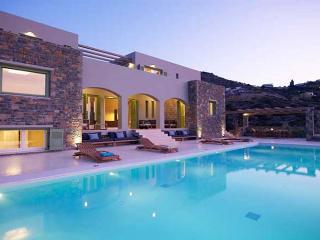 Villa Quenn & Villa King - 14 bedrooms - sleeps 28