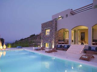 Villa Quenn & Villa King - 14 bedrooms - sleeps 28