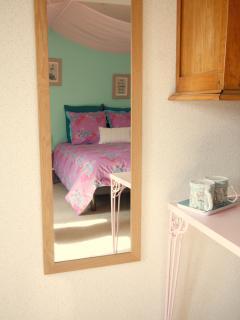 Mauricette - Lit double 140 + banquette-lit simple, douche sur le palier