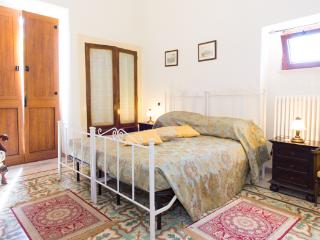 Apt in Rural Farmhouse sleeps 4/5, Castellana Grotte