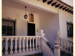 Casa San Rafael. Chalet con gran jardin, Navajas