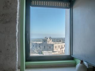 Casa Ginestra: Exquisite Apartment in the Old Hist