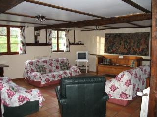 Gîte L'ETABLE gite for 9 with pool near the sea, Sempy