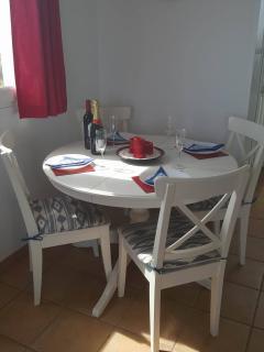 Extending indoor dining table.