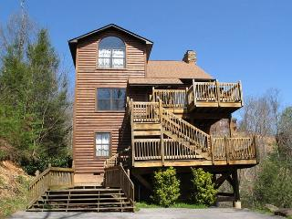 Bear Camp Lodge  Near Downtown Mtn View Hot Tub Pool Table Free Nights, Gatlinburg
