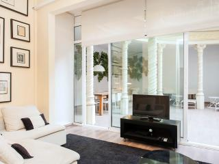 STYLISH TERRACE CITY CENTRE APARTMENT, Barcelona