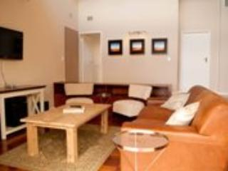 Apartment 1: TV and lounge area