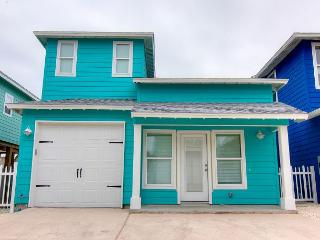Newly Constructed 4/3.5! In town! Community Pool! Close to the BEACH!