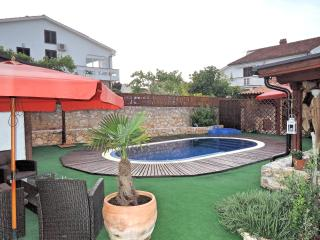 Holiday House OGRADE - with pool, Vantacici
