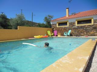 maison typique avec piscine au ceour du Portugal