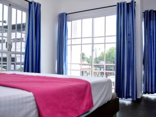 Petit Guest House 4 Double rooms sleeps 8 nr beach, Negombo