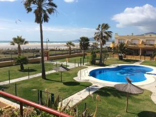 Apartment on the Beach with Communal Pool/Garden, Tarifa