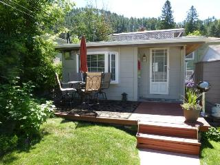 Backyard Cottage B&B;, Deadwood