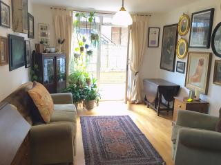 Shoreditch 2bed in old Bath House, London