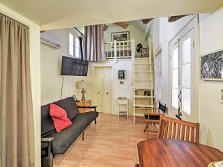 Cozy New Orleans Cottage in Historic Treme w/2 Open Sleeping Lofts & Wifi - 1 Block from the French Quarter!, Nova Orleans