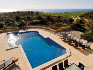 The Olives, Large inside & outside space, great views from terrace, kids loved the pool., San Lawrenz